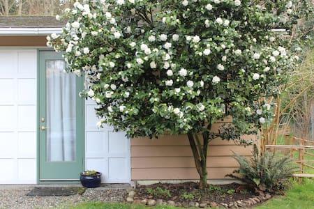 Whidbey Island Studio Getaway - Apartment