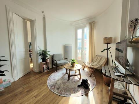 Типичные парижские апартаменты с видом на Пер-Лашез