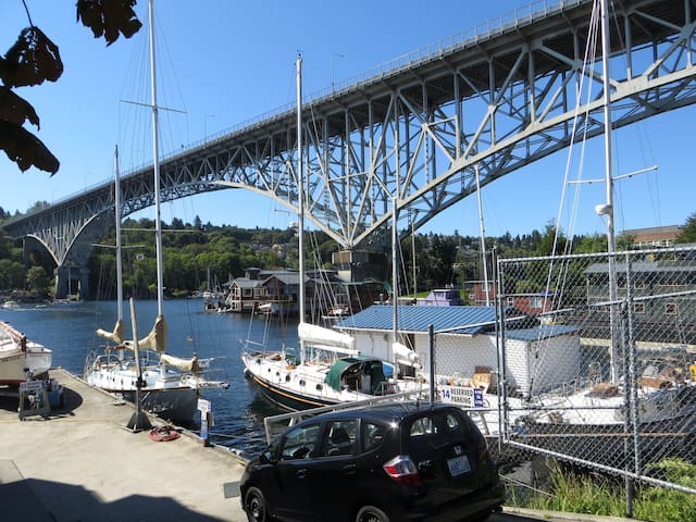 The Aurora Bridge (or officially George Washington Memorial Bridge), sailboats, and houseboats on Lake Union.