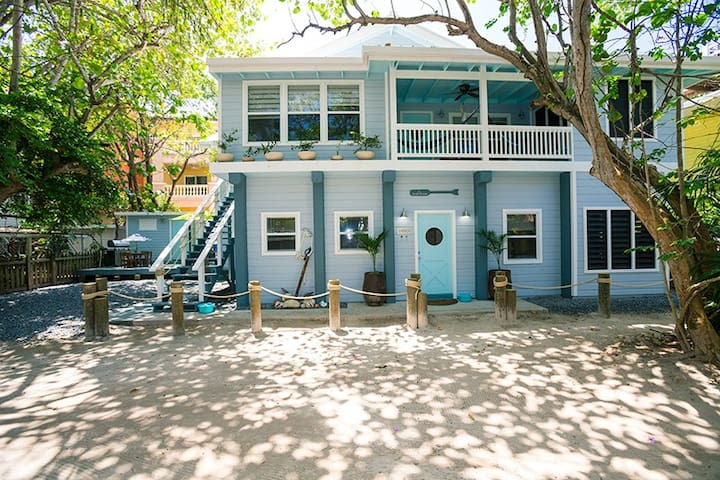 Boat House Beach Suite in West Bay Village. 20 seconds from turquoise waters!