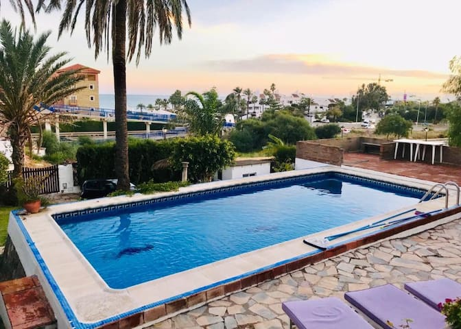 Villa 4 bed close to Estepona sleeps 8