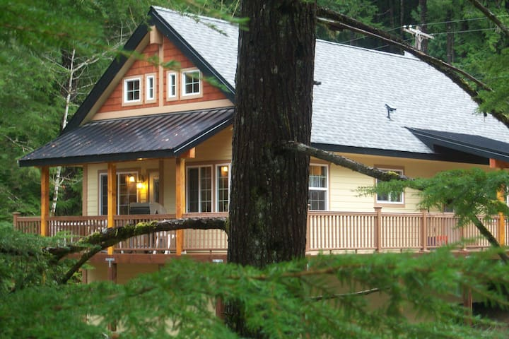 Forest Ridge Chalet is a retreat from the city!