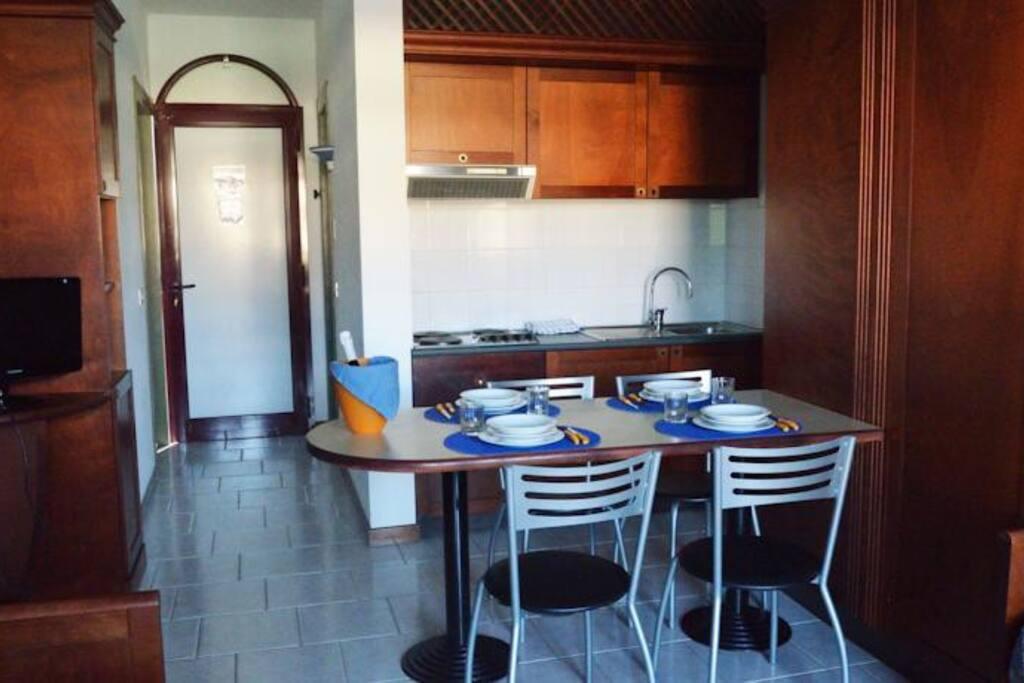 Cucina-soggiorno-sala da pranzo