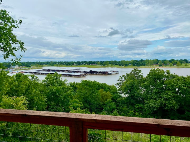 4BR Lakefront Home w/ a view! -Sleeps 9-