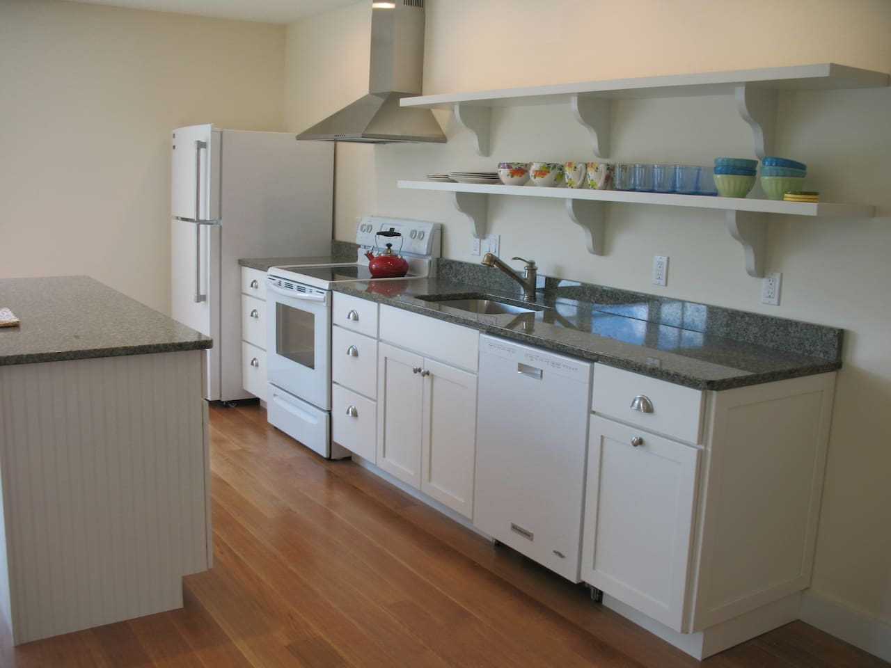 A beautiful full kitchen with granite counter tops.