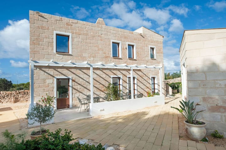 Timless Holiday Home in Favignana next to the sea