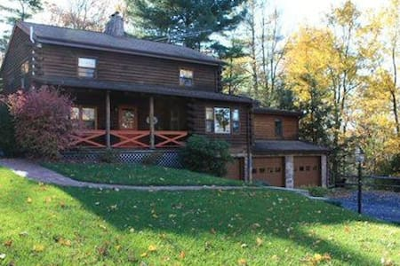 Private room in log house! - Boalsburg - Casa
