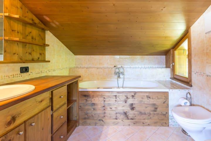Double Bedroom 3 - En-suite Bathroom
