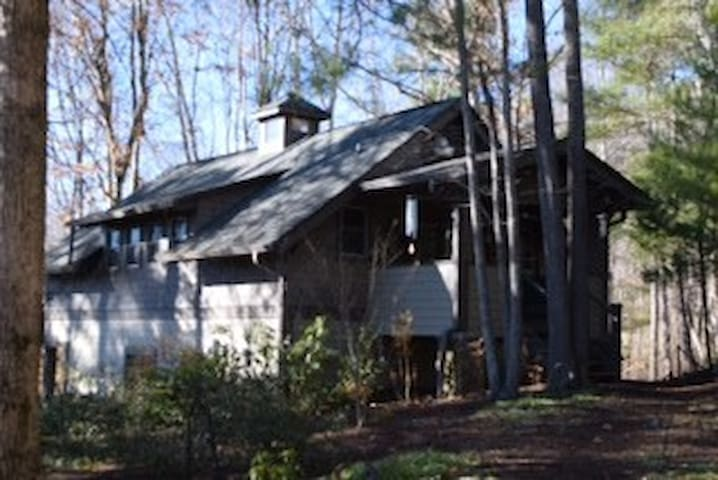 Our cozy cottage hide-away for 3 - Weaverville - กระท่อม