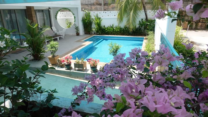 Big Private Pool Villa, 10 minutes to Patong Beach