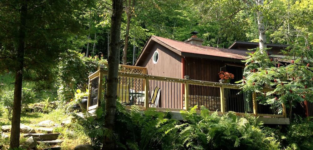 Russell Red Guest House - Haliburton - Cabaña