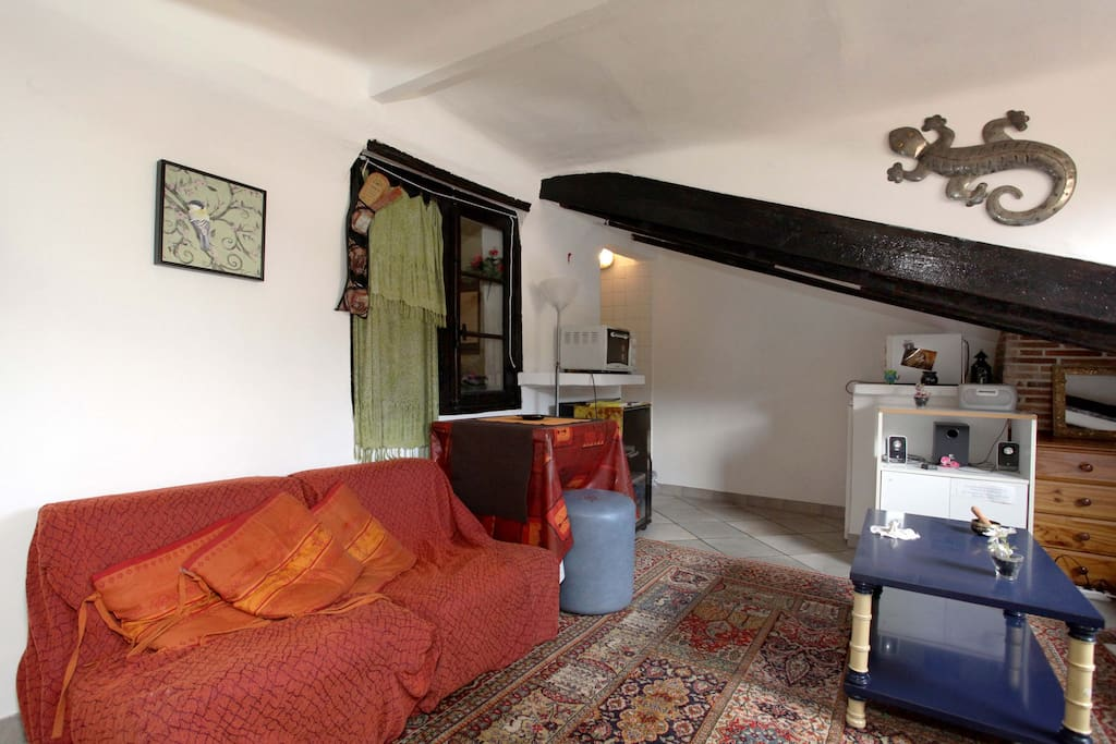 Studio old nice castle lanskape lofts zur miete in for Yoga studio salon de provence