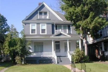 Beautiful Victorian in Berkeley Sq - Trenton