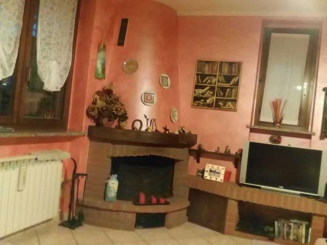 Accogliente stanza in villetta - Binasco - Maison
