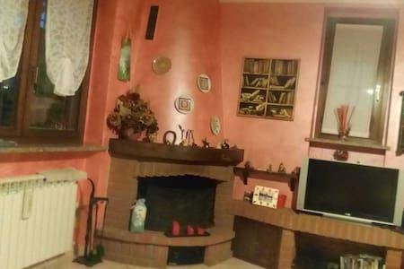 Accogliente stanza in villetta - Binasco