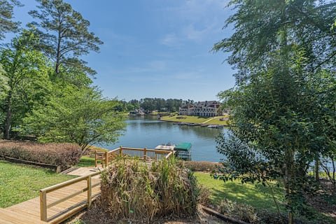 Spacious lakefront home-big lot, deep water