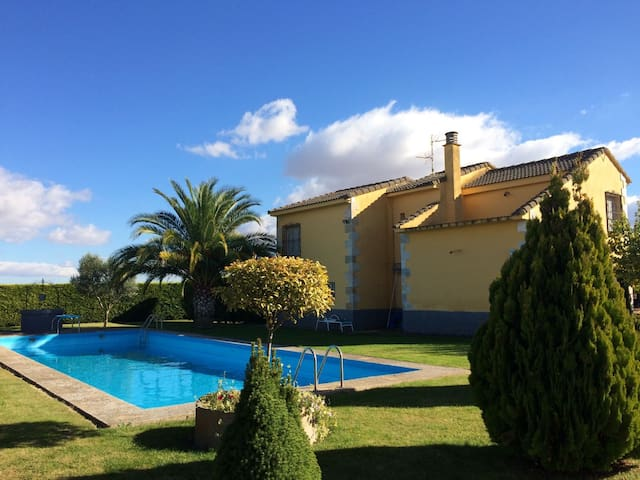 House with pool et garden 8min by car from Logroño - Alberite - Chalé