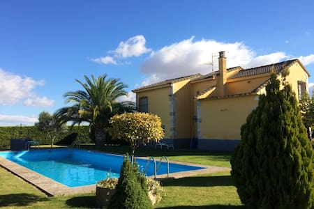 House with pool et garden 8min by car from Logroño - Alberite