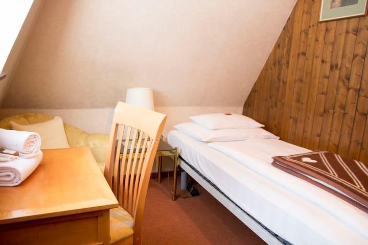 City center 2 single bedrooms studio (and sauna)
