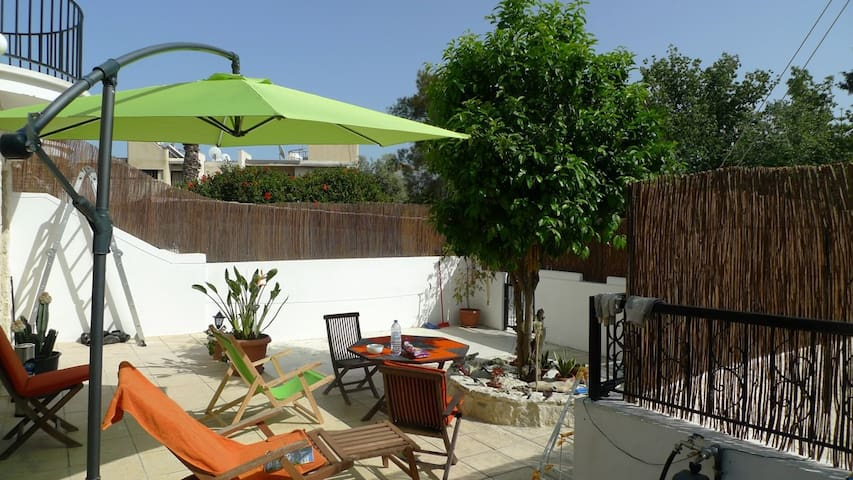 Excellent large apartment with the territory - Paphos - Talo