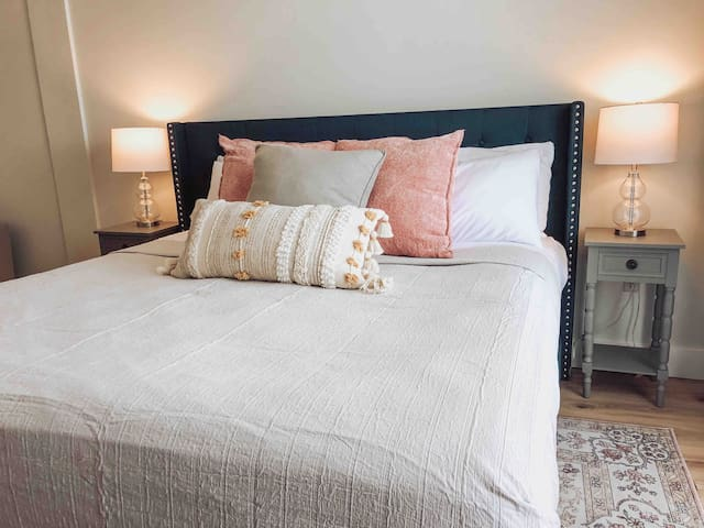 Comfortable King Bed with Luxurious Linens.
