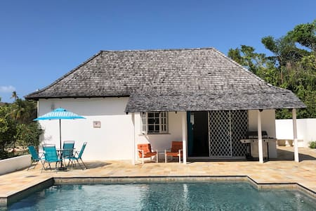 Special! Retreat-private pool, near golf /beaches