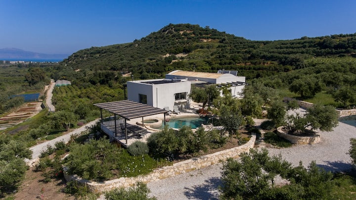 Secluded Villa with Panoramic Views close to beach