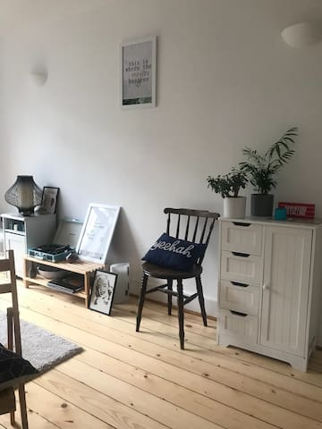 Clean double room in Dalston's heart for RnR