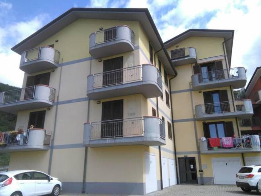 Esterno dell'edificio: l'appartamento è situato al terzo piano