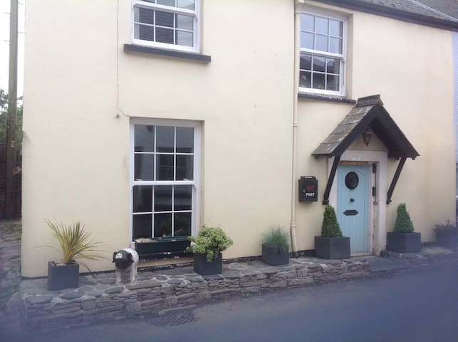 March Cottage is 13th C, in a beautiful area