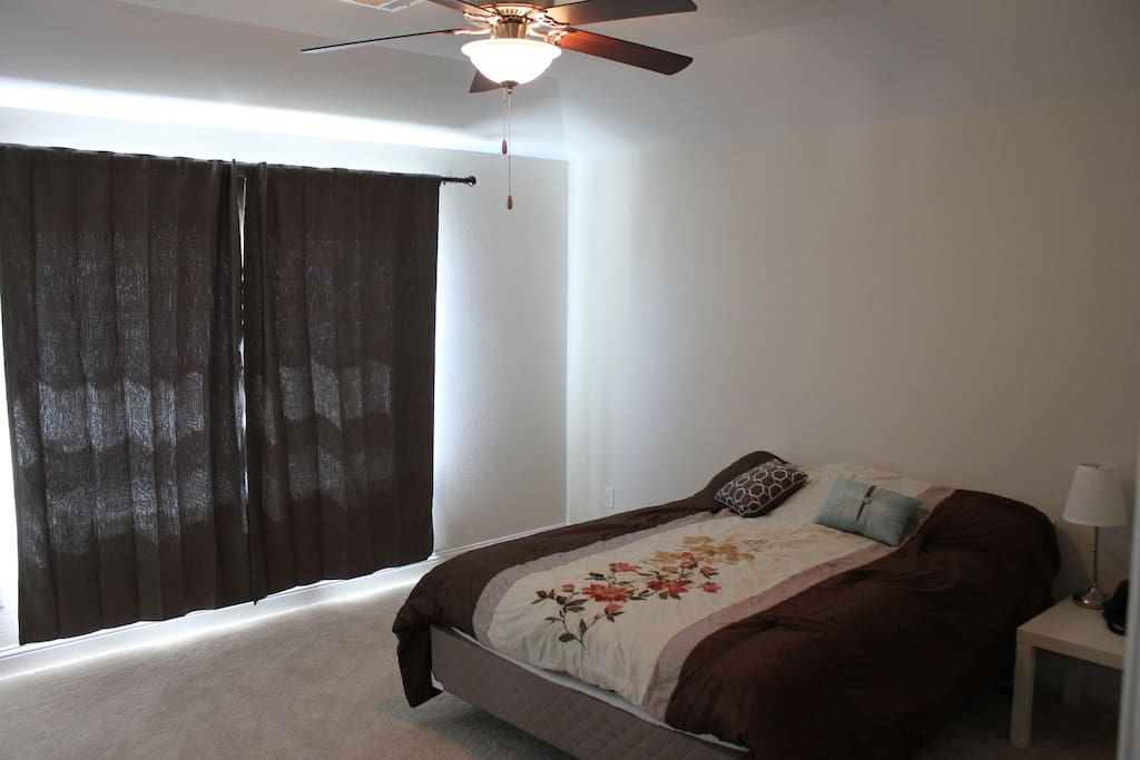 Room with AC, Fan, Curtain, Plantation shutter, very confy, with private closet and bathroom