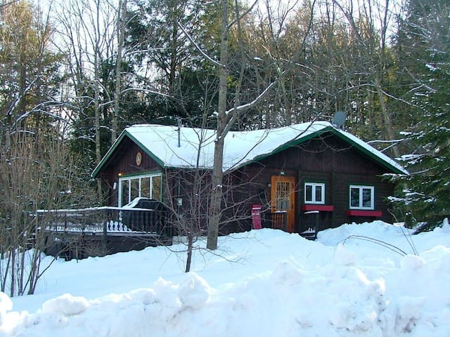 All wood cottage Dunham 10+