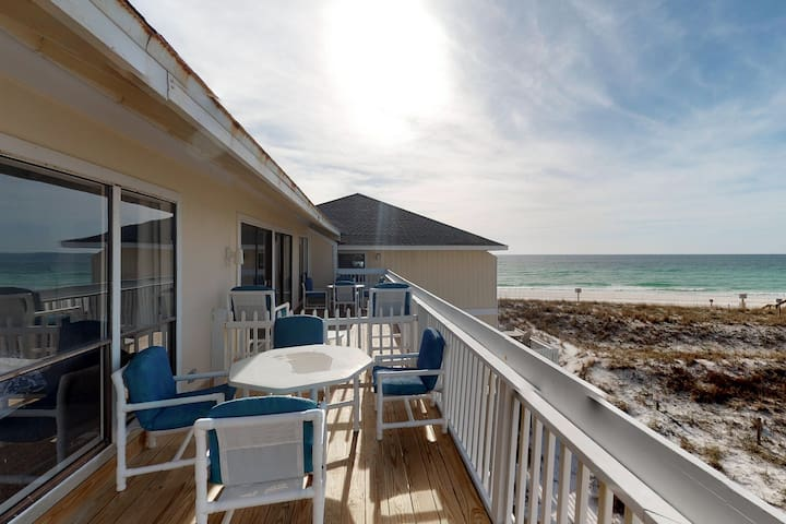 Lovely Gulf-view condo with balcony, shared pool & hot tub, & free WiFi!