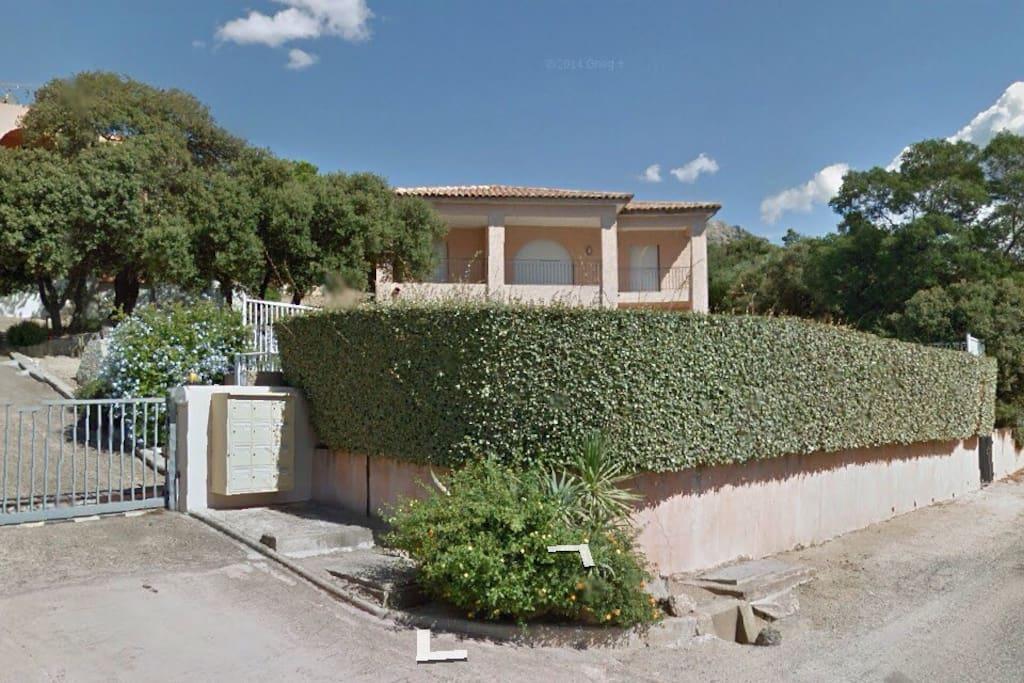 Lumio casa vista mare con piscina flats for rent in for Piani di casa con guest house annessa