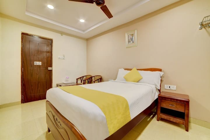 HOTEL PADMINI ELITE STAYS....A HOME AWAY FROM HOME