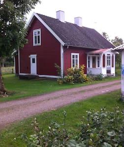 Lisas lilla röda hus - Fröskelås - 獨棟