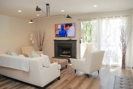 WeHo Master Bed w Private Bath