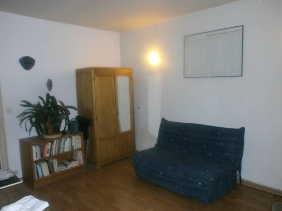 Bureau blanc avec canapé lit (calme aussi)