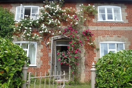 Charming Victorian Cottage - Wroxham - บ้าน