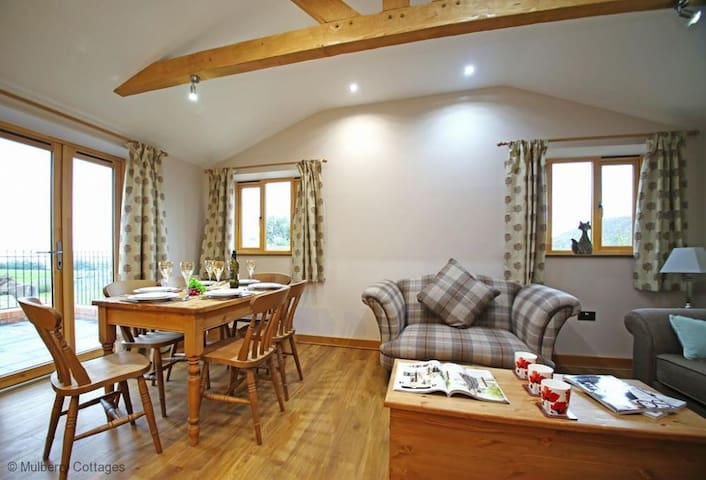 Pheasant Cabin, Sleeps 6 a stay at Pheasant Cabin gives you a taste of the real 'rural life'
