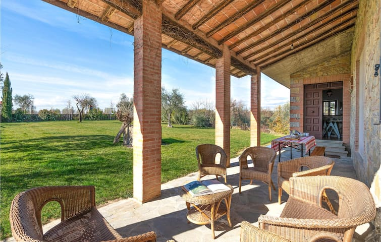 Holiday cottage with 4 bedrooms on 160m² in Castelnuovo B.