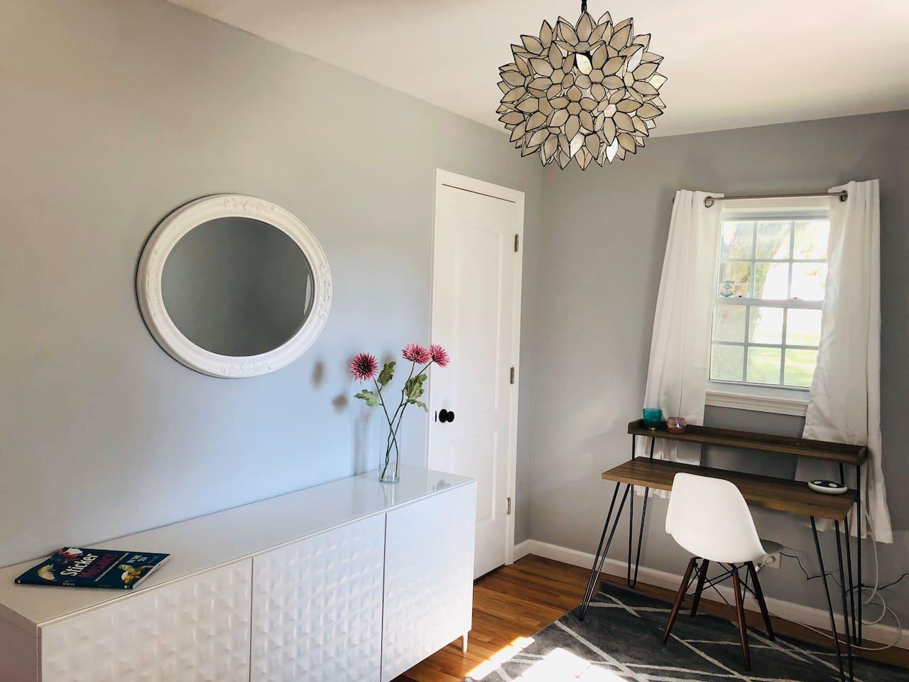 Chic, bright, versatile office/2nd bedroom