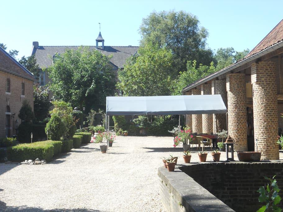 binnenplaats Chateau Holtum