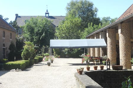 Chateau Holtum - Bed & Breakfast
