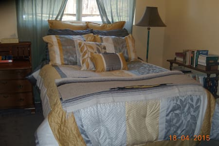 Sunny small room in Seattle suburb - Kenmore - บ้าน