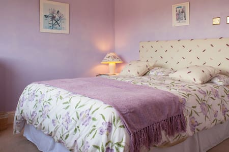 SWEET RETREAT IN LOVELY CRICKHOWELL - Crickhowell - Casa