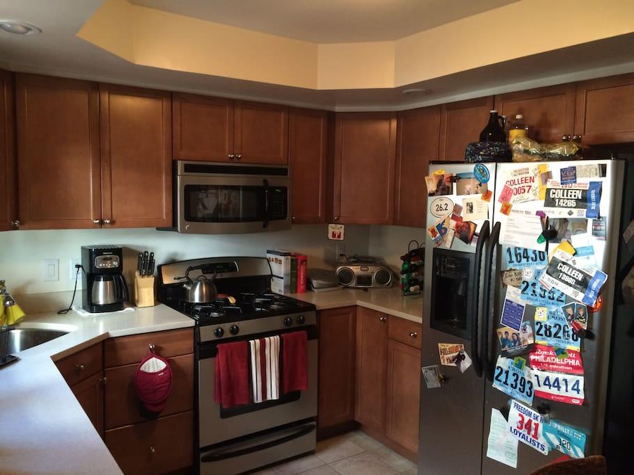 eat-in, modern kitchen with dishwasher