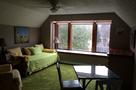 2 Room Suite, In Town, Leland - Leland