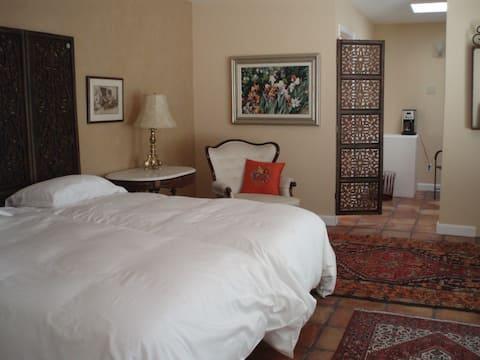 Cozy, Spacious Guest Suite,  Private Entrance