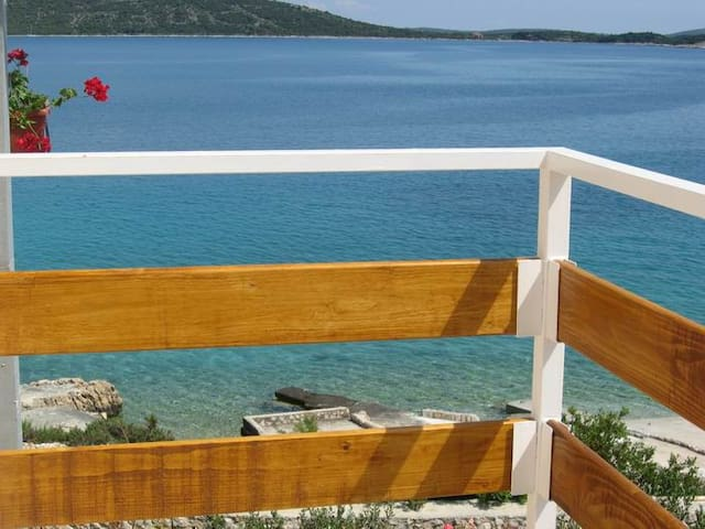 PERFECT Sea-View DIRECT beach (2+2) - Sevid